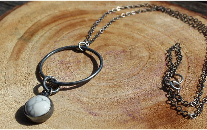 white-circle-necklace